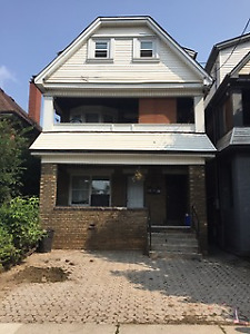 HUGE, RENNOVATED and BRIGHT 3bedroom + den/1bath FAMILY unit
