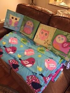 Beautiful child's comforter with pictures