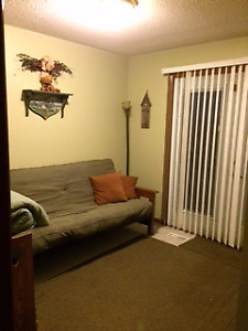 LOOKING FOR FEMALE TO RENT A ROOM IN MY HOME