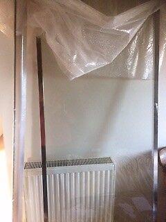 Fixed glass shower screen panel