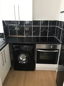 *Must see* Modern 1 bedroom within walking distance of town centre and train station