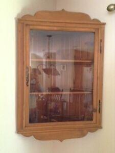 armoire antique de coin meubles dans qu bec petites. Black Bedroom Furniture Sets. Home Design Ideas