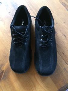 Ladies Shoes - Black -NEW- alia