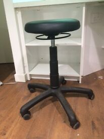 hydraulic reception stool