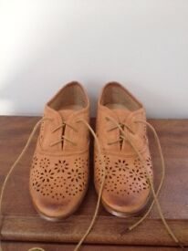 Super cute Oxford-style flats (never worn!) Size 5 (38)