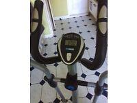 Pro fitness cross trainer / exercise bike