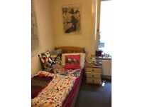 Single room with private office/study in flatshare in Bounds Green