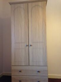 Schreiber Stratford Oak Wardrobe and chest of drawers