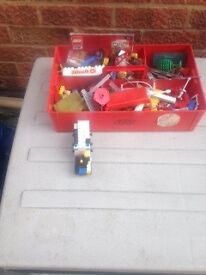 1970+ Lego bricks,window & door frames, roofs, petrol,pumps, trees etc + road boards and space