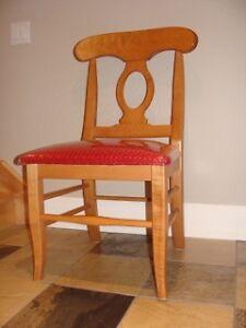 lot de 4 chaises identiques de salle à diner