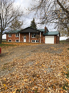 Perfect Location! Beautifully Renovated Bungalow in Glanbrook!