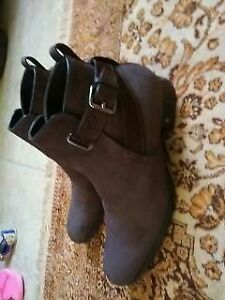 Brown Louis Vuitton men's boots with box and shoe bag size 10