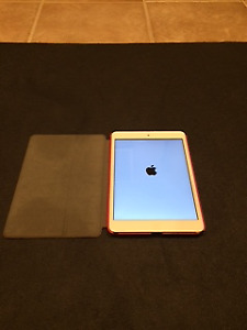 Ipad Mini 2 Silver 16GB Mint Condition with Smart Cover