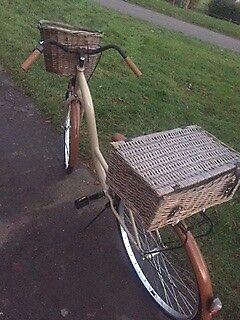 Gorgeous womens / ladies dutch bike, hamper basket
