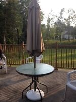 Table, Parasol, Chaises 50$