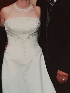 Beautifully Detailed Wedding Dress Kitchener / Waterloo Kitchener Area image 2