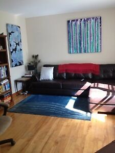 SEPT 1 - COZY 1 BDRM APT IN WEST END WITH PRIVATE DECK &YARD