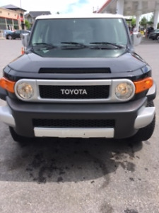 2012 Toyota FJ Cruiser Coupe- Mint condition, warrenty till 2020