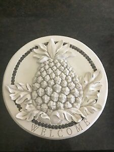 Hanging Pineapple Welcome Plaque