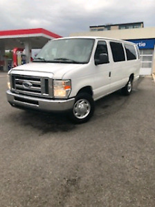 Ford Econoline 2010 E-350 SD XL Wagon 11 Passagers