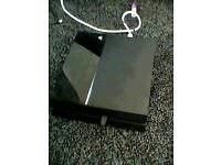 Black Ps4 500gb Good working condition, with 1 controller and wireless headset.
