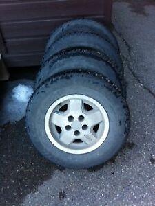 Jeep cherokee 4 winter tires on rims + 1 summer tire on rim