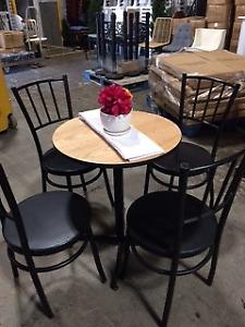 1 lot de 40 chaises restaurant  à 200$ bistro noire