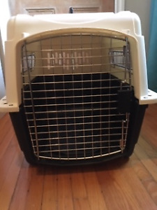PETMATE--ULTRA VARI KENNEL  in Excellent Condition!