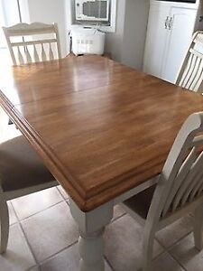 Beautiful Solid Wood Table with 6 Chairs 475 OBO