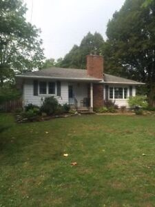 House for rent in Fonthill Dec. 1st