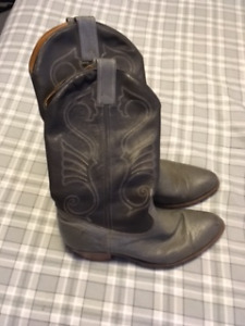 Size 9.5 men's grey Cowboy boots
