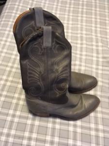 Size 9.5 men's grey Cowboy boots
