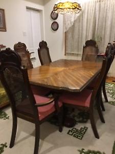 Ensemble table salle a manger et vaisselier