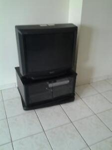TV sony with stand 32""