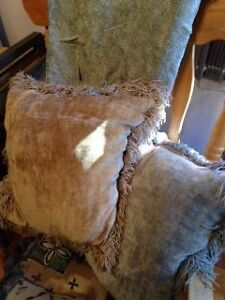 2 Chenille Pillows and Matching Soft Grey Chenille Throw Peterborough Peterborough Area image 2