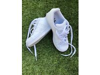 White superstar trainers (size 3)