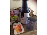 Philips Juicer with Jason Vale Books x 2 in excellent Condition
