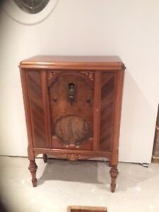 Antique 1930 Philco Radio - $265