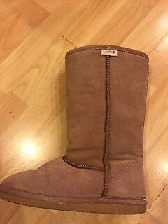 Ladies size 6 real sheepskin Bear Paw boots