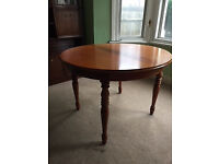 Solid Wood Extendable Round Table