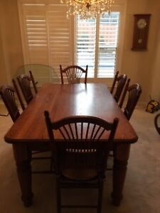 Hand Crafted Canadian Made Solid Oak Dinning Set w 6 Chairs