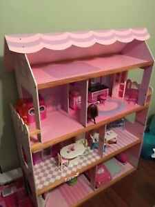 Barbie House with Furniture / Dolls