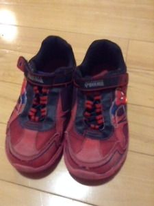 Spiderman Size 13 light up boys runners $8