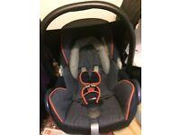 Maxi-Cosi car seat, Maxi-Cosi easy fix base & Raincovers