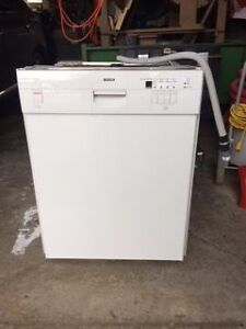 Bosch white dishwasher 24in 46dBA West Island Greater Montréal image 1