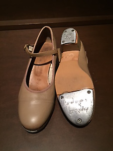 Size 6 1/2 Beige Leather Tap Shoes