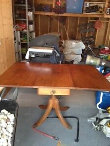 ANTIQUE SOLID OAK DINING ROOM TABLE AND CHAIRS