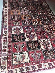 Persian Rug/Bakhtiari-in pure wool and hand woven, in vgc.