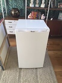 Frige - under counter Swan fridge