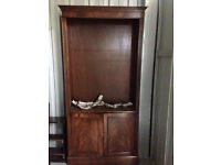 Beautiful mahogany bookcase with cupboard and adjustable shelves. V good quality and condition.
